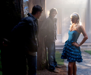 """""""Fallen Idols"""" - Jensen Ackles as Dean, Jared Padalecki as Sam, Paris Hilton as herself in SUPERNATURAL on The CW. Photo: Jack Rowand/The CW ©2009 The CW Network, LLC. All Rights Reserved."""