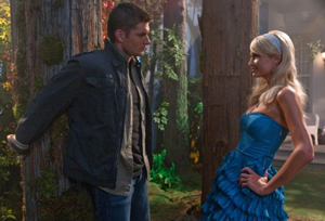 """""""Fallen Idols"""" - Jensen Ackles as Dean, Paris Hilton as herself in SUPERNATURAL on The CW. Photo: Jack Rowand/The CW ©2009 The CW Network, LLC. All Rights Reserved."""