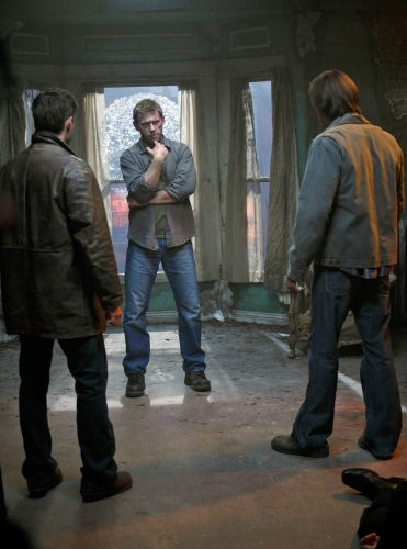 """""""Swan Song"""" - Pictured (L-R) Jensen Ackles as Dean, Mark Pellegrino as Lucifer and  Jared Padalecki as Sam in SUPERNATURAL on The CW. Photo: Michael Courtney/The CW ©2010 The CW Network, LLC. All Rights Reserved."""